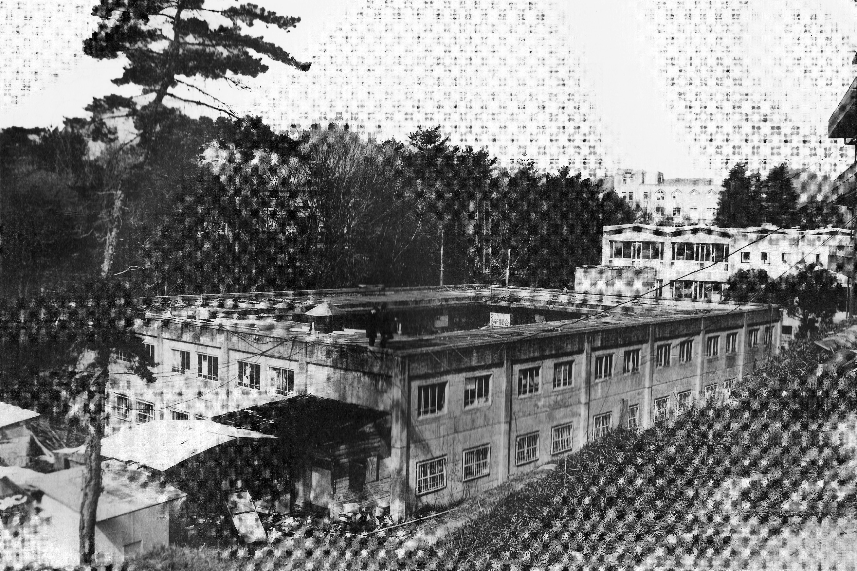 1989年ごろの明道館。左下に裏BOXが見える(提供=文化会)