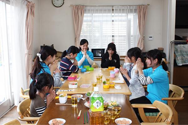 【3・4月号】学生ら 施設でイベント【特集 食の習慣 見つめ直す】