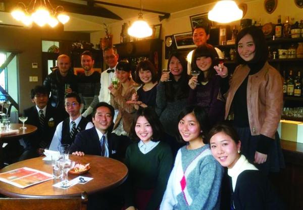 国際学部ゼミ 西宮から日本酒アピール