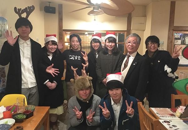 【1月号掲載】Crescent Party おくとぱみん 商店街でアカペラ披露