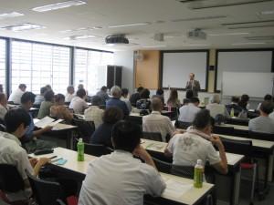 井出氏による講座「麻雀の現状と今後の展望」(提供=アミューズメント産業研究所)