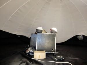 プラネタリウムの投影機(写真提供=甲南大天文同好会)